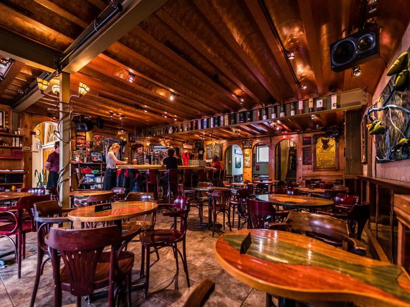 le-trou-du-diable-brew-pub-restaurant-une-ambiance-memorable.jpg