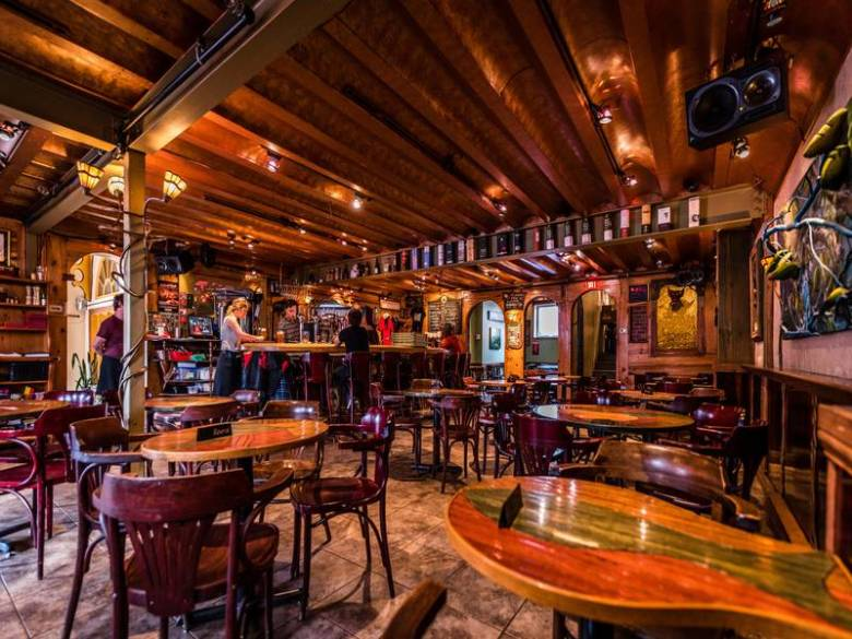 le-trou-du-diable-brew-pub-restaurant-une-ambiance-memorable.jpg